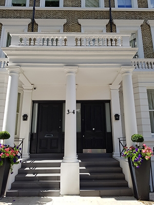 ashbourne-gardens-chelsea-completed-project-front-doors