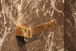 penthouse-bathroom-gold-luxury-accessories