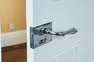 living-room-rim-knob