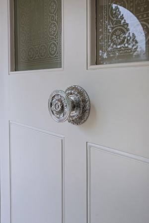 bespoke-centre-door-knob